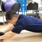 腹筋ローラーを使った体幹トレーニングです