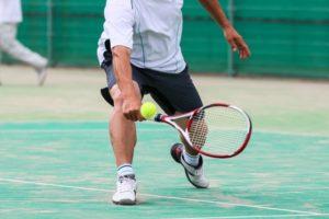 テニスなどで瞬発的な力が加わったときにアキレス腱を断裂しやすい